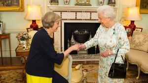 Königin Elisabeth II. ermahnt Politiker