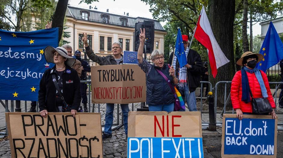 Protest gegen die PiS vor dem Verfassungsgericht in Warschau am 31. August