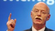 Struck verteidigt Bundeswehrreform