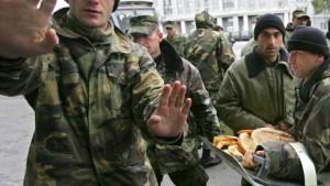 Soldaten statt Flaneure auf dem Boulevard