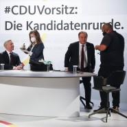 Die drei Kandidaten Merz, Röttgen und Laschet bereiten sich auf eine Diskussion im Konrad-Adenauer-Haus vor.
