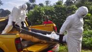 Die Zahl der Fälle, in denen Helfer Leichen abtransportieren müssen, geht in Liberia zurück