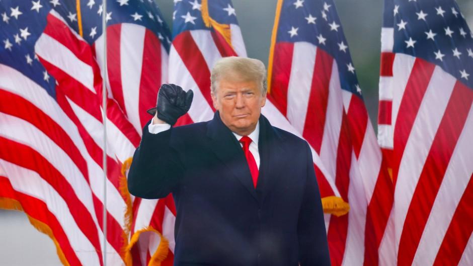 Präsident Trump bei der Kundgebung, von der aus seine Anhänger zum Kapitol liefen, um es zu stürmen.