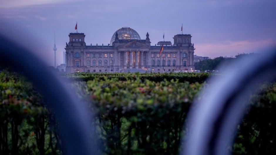 Im Reichstagsgebäude tagt das Parlament. Hier reinzukommen ist ein Ziel der Parteien, die bei der Bundestagswahl zur Wahl stehen. Aber nicht das einzige.