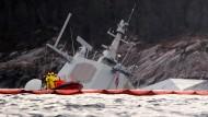 """Die Fregatte """"Helge Ingstad"""" am Dienstag in der Nähe von Bergen"""
