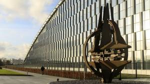 Nato droht mit Debatte über atomare Nachrüstung
