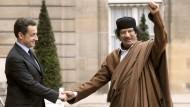 Nicolas Sarkozy empfängt Muammar al Gaddafi im Dezember 2007 im Elyssée-Palast.