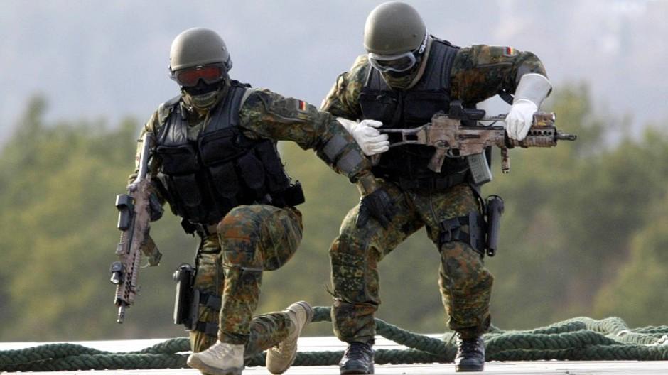 Einsatzkräfte der Bundeswehreinheit Kommando Spezialkräfte bei einer Übung (Archivbild)