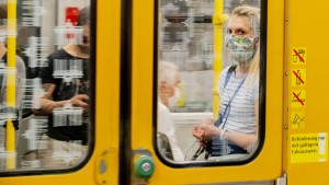 Wie Berlin gegen Maskenmuffel vorgeht