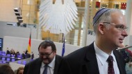 Ehrengäste jüdischen Glaubens nehmen am 31., Januar an einer Gedenkstunde des Bundestags an die Opfer des Nationalsozialismus teil.