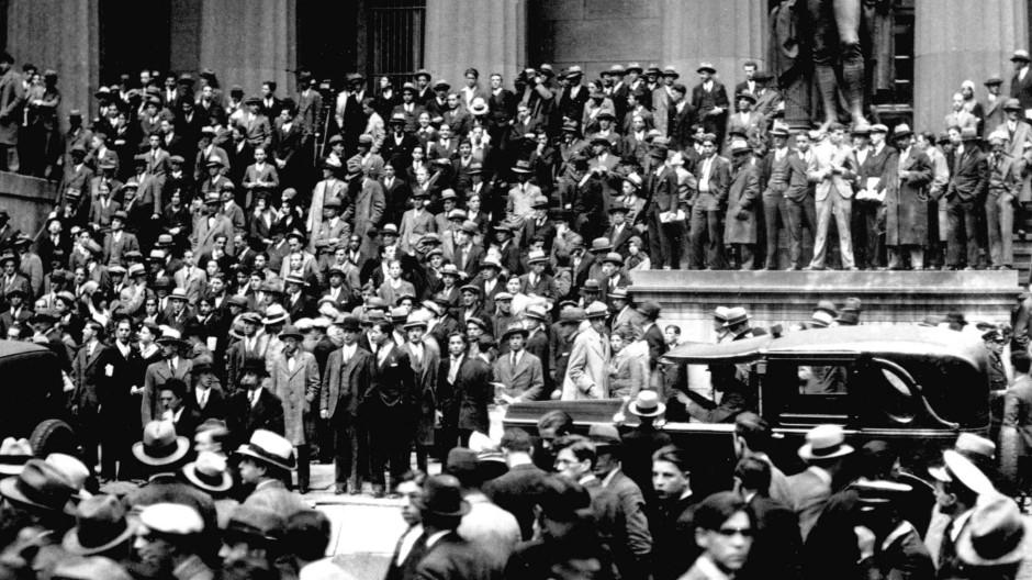 Auf dem Zenit: Hüte und ihre Träger 1929 während der Weltwirtschaftskrise in New York