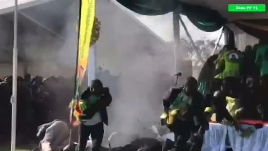 Simbabwes Präsident übersteht Explosion unverletzt