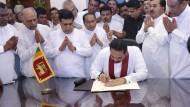 Wer wird triumphieren? Rajapaksa am Montag im Ministerpräsidentenbüro