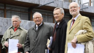 Karlsruhe weist Eilantrag ab