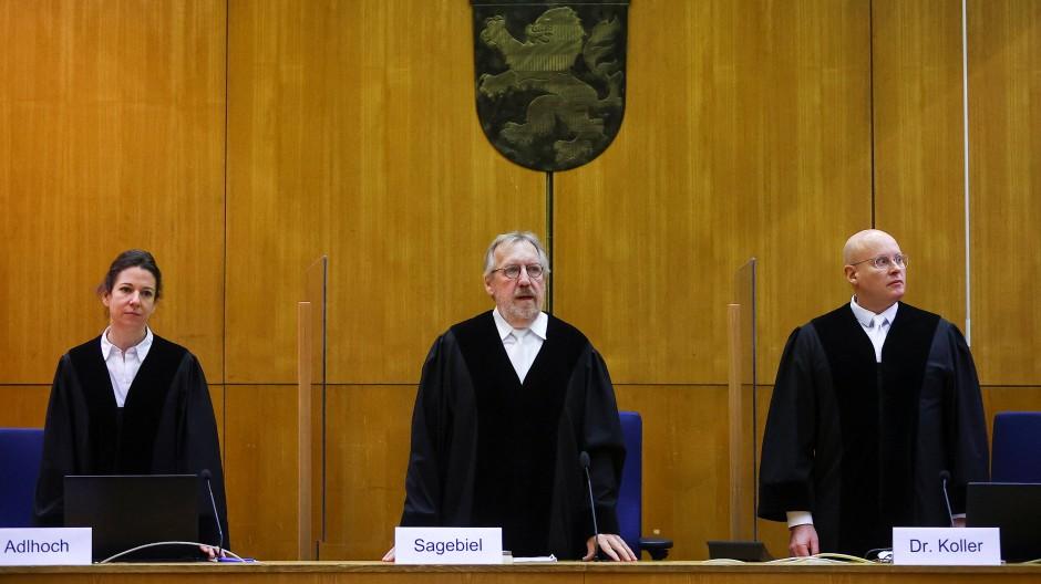 Die Richter im Lübcke-Prozess, in der Mitte der Vorsitzende Thomas Sagebiel
