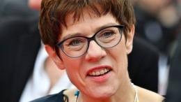 Kramp-Karrenbauer nennt AfD im Osten rechtsradikal