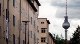 Berlin kauft fast 15.000 Wohnungen von Vonovia und Deutsche Wohnen