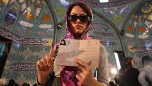 Irans Jugend genießt die Freiheit im Wahlkampf