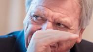 Hebt die Bezüge der hessischen Landesbeamten an: Ministerpräsident Volker Bouffier
