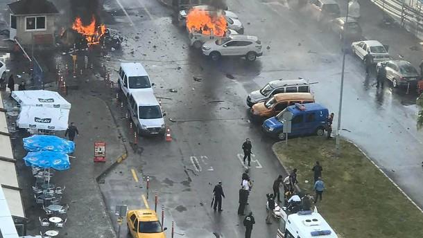 Mindestens vier Tote bei Anschlag in Izmir