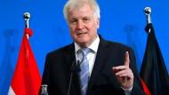 """?Wir brauchen angesichts der Dimensionen des Migrationsphänomens Lösungen für ganz Deutschland und Europa"""", schriebt Horst Seehofer in der F.A.Z."""