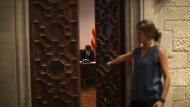 Was wird er sagen? Carles Puigdemont Am Montag an seinem  Schreibtisch im Palu de la Generalitat in Barcelona