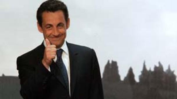 Sarkozy geht als Favorit in die Stichwahl