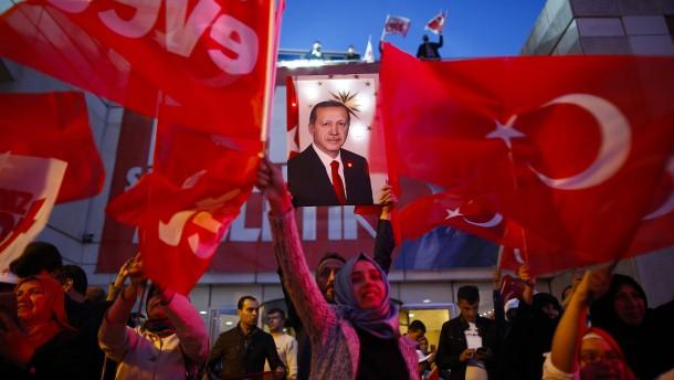 Erdogan kehrt auf den AKP-Chefsessel zurück