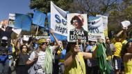 Hunderttausende fordern Rousseffs Amtsenthebung
