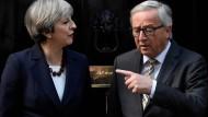 Kein leichtes Gespräch: Jean-Claude Juncker bei Theresa May vor Downing Street No. 10