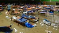 Flüchtlingsunterkunft nach heftigem Regen geräumt