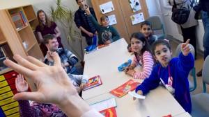 Milliarden für Bildung von Flüchtlingskindern