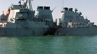 """Kurz nach dem Anschlag: Die """"USS Cole"""" im Oktober 2000"""