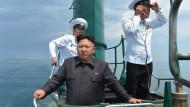 Sicher an Bord: Nordkoreas Machthaber Kim Jong Un im Juni 2014 auf einem U-Boot.