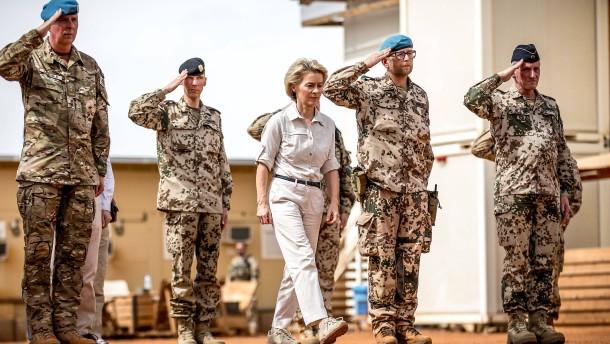 Was von der ersten Frau an der Spitze der Bundeswehr bleibt