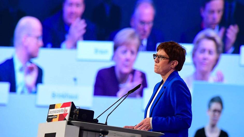Annegret-Kramp-Karrenbauer redet auf dem Leipziger CDU-Parteitag.