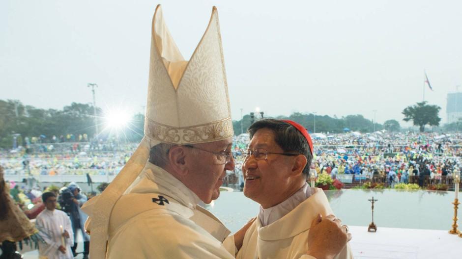 Franziskus und sein Wunschnachfolger? Der Papst und der Erzbischof von Manila, Luis Antonio Kardinal Tagle, im Januar 2015 auf den Philippinen