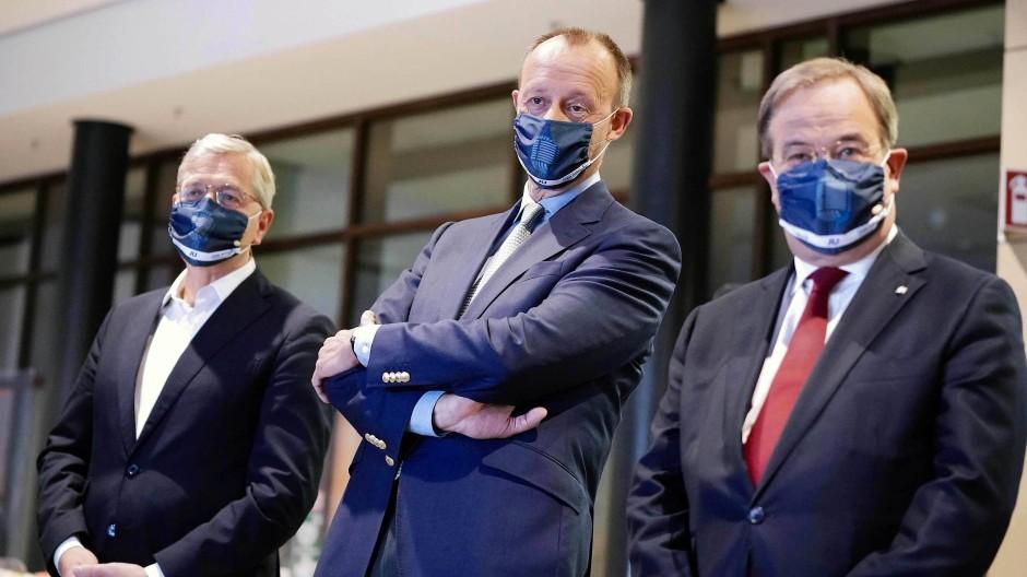 Die drei Bewerber um den CDU-Vorsitz: Norbert Röttgen (links), Friedrich Merz (Mitte) und Armin Laschet, bei einer Online-Debatte der Jungen Union in Berlin
