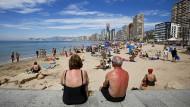 Am Strand von Alicante: Der Süden Spaniens ist ein beliebter Alterssitz vieler Briten.