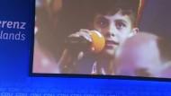 Merkel rührt afghanischen Jungen zu Tränen