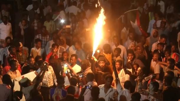 Unermüdliche Protestler in der Nacht