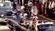 Kennedy in Dallas, Texas, wenige Minuten vor dem Attentat am 22. November 1963