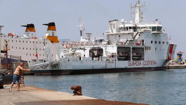 Salvini untersagt italienischem Schiff die Hafeneinfahrt