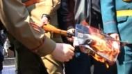Protest gegen Hitler-Titelgeschichte in Almaty