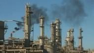 Kampf um Ölraffinerie
