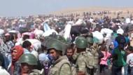 Syrische Kurden flüchten in die Türkei