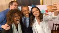 Gut gelaunter Obama mit Scherz und Selfie