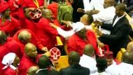 Tumult im südafrikanischen Parlament