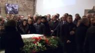Abschied von Boris Nemzow am offenen Sarg
