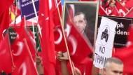 Erdogan-Anhänger versammeln sich in Köln